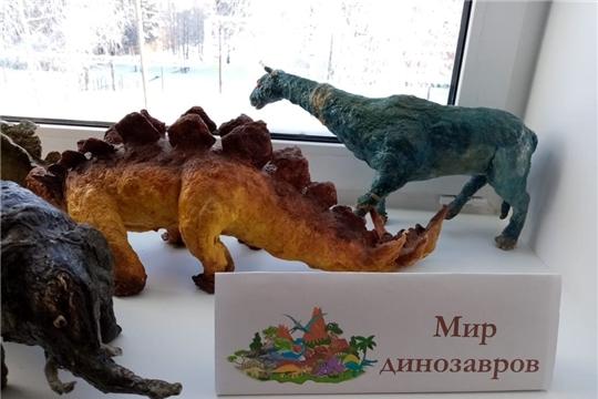 Отдел по работе с детьми пригласил своих читателей на познавательный час «По следам динозавров»