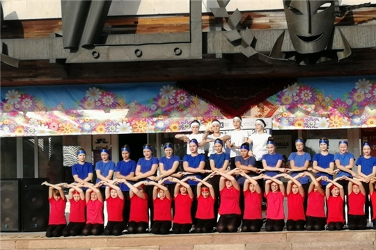 Ко Дню Государственного флага Российской Федерации в Шумерле приурочили танцевальный флэшмоб