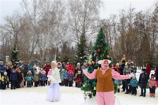 В парке культуры и отдыха города Шумерля прошло театрализованное представление «Новогодний хоровод»