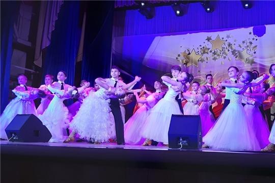 В республике продолжаются зональные этапы двух фестивалей-конкурсов:народного творчества, посвящённого 75-летию Победы,и детского художественного творчества «Цветы Чувашии».